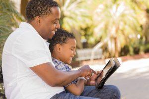 Editeur de récits multimédias et interactifs Scéal studio narration, parent, récit, biographie, conte, roman, bandes dessinées