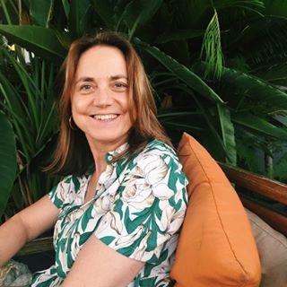 Isabel-menzaneda, Professeur de français, Scéal studio